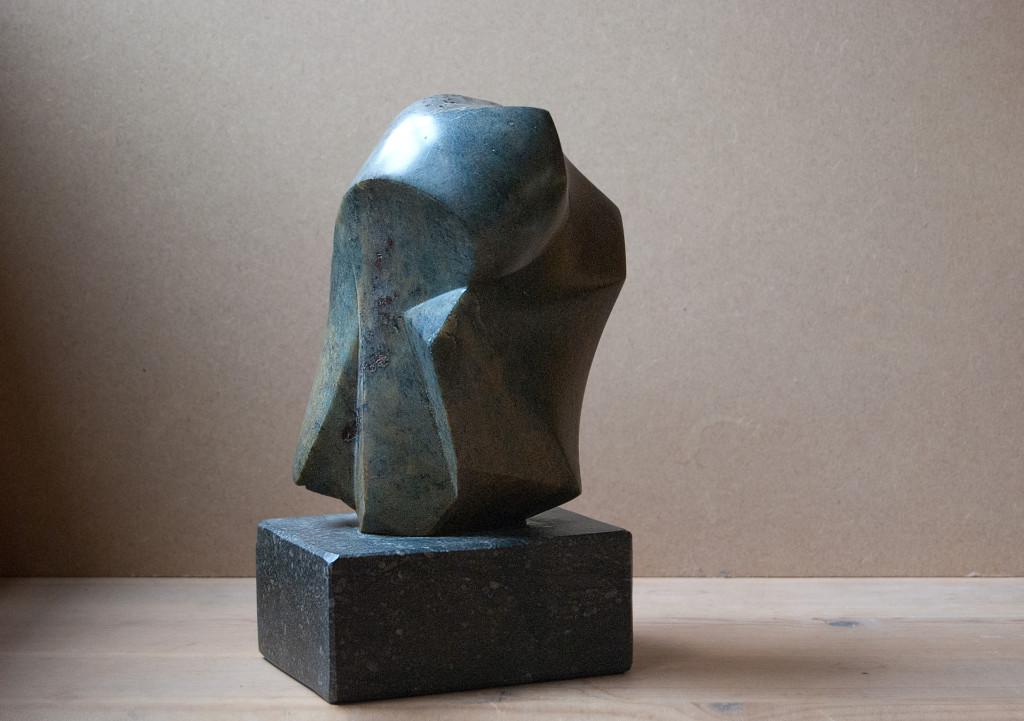 "sculptuur - titel ""Beweging"" - steatit"